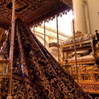 espai-de-indumentaria-manto-Virgen-Córdoba-Semana-Santa-Camilo-Miralles