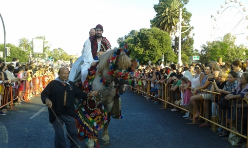valencianos-feria-julio-batalla-flores-Valencia-falleros